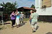 Opékání špekáčků na hřišti v Jundrově
